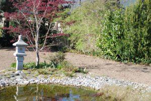 Le jardin est dans son état le plus brut: en terre!