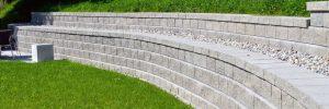 Allan Block® - un système permettant la construction d'agles, de courbes et d'arrondis.