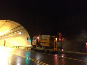 Nous avons procédé à un semis hydraulique pendant la nuit pour éviter toute nuisance au niveau du trafic.