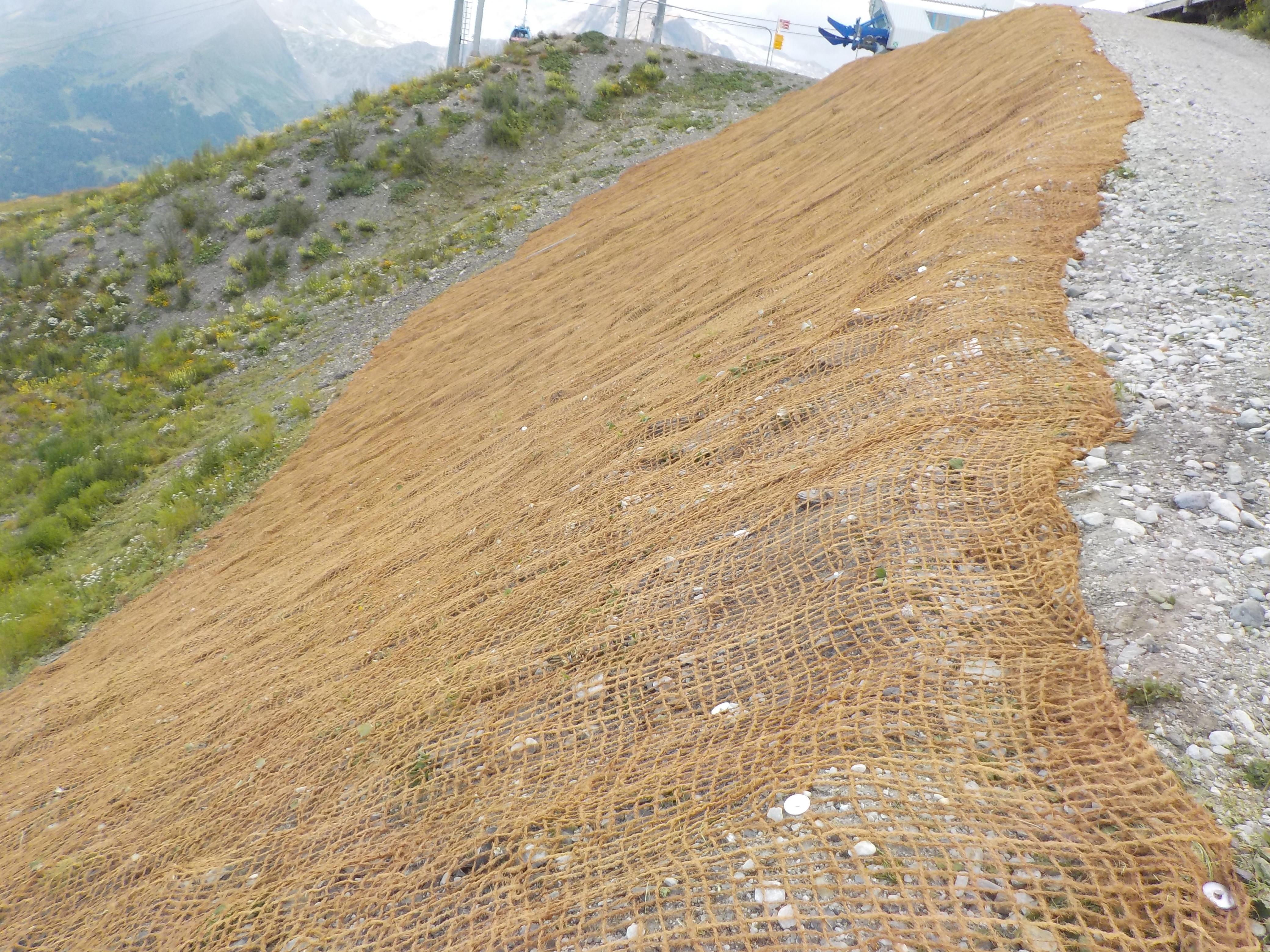 Verlegen eines Kokosnetzes in Crans-Montana